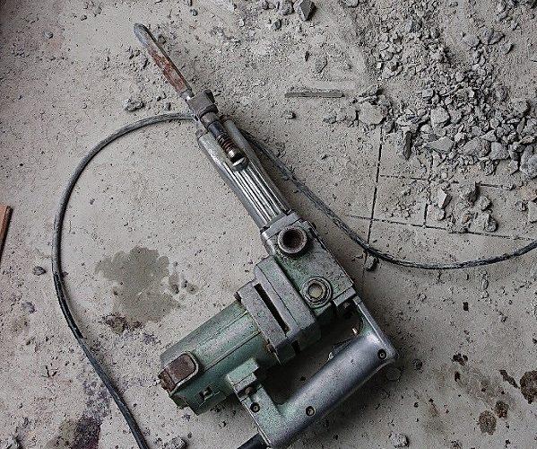 これぞ文明の利器!コンクリートハンマーのすばらしさ